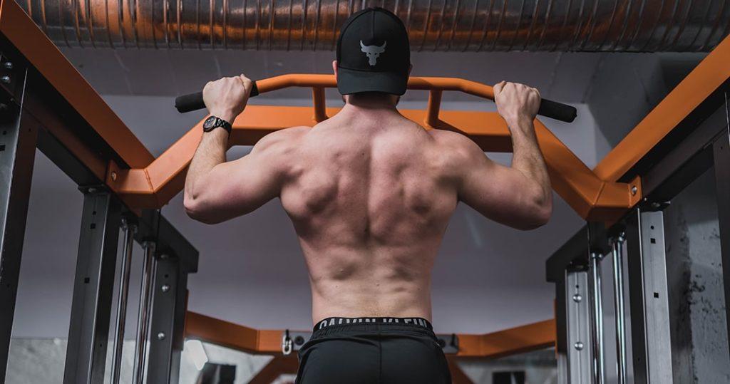 exercice biceps sans matériel traction