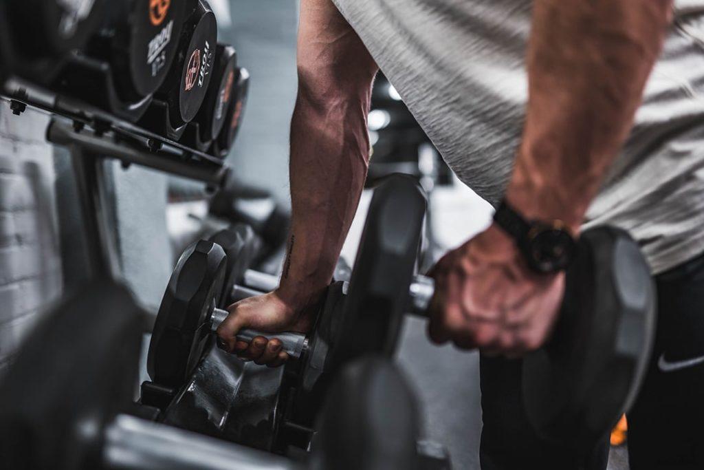 échauffement musculation haltère